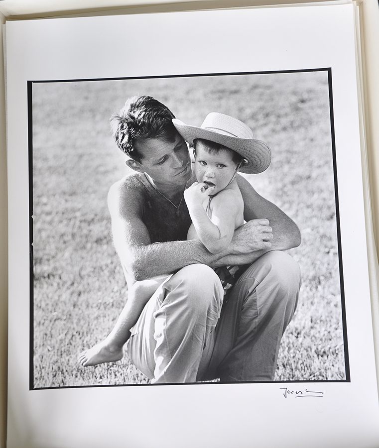 Robert Kennedy with his son, David, 1958. © The Estate of Jacques Lowe.