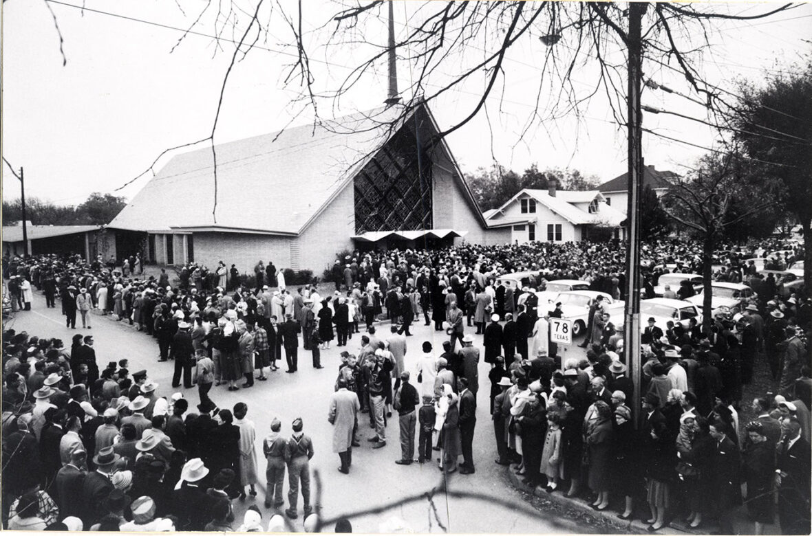 Crowd outside the church during Speaker Rayburn's funeral. Sam Rayburn Papers. di_03334